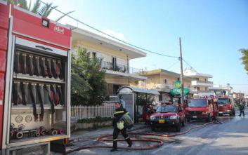 Φωτιά τώρα σε διαμέρισμα στα Μελίσσια, τέσσερις εγκλωβισμένοι
