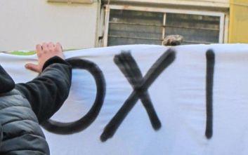 Διαμαρτυρία από μαθητές και γονείς στο δημαρχιακό μέγαρο Θεσσαλονίκης