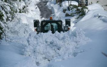 Βαρύτερος προβλέπεται φέτος ο χειμώνας - «Γεμάτες από αλάτι αποχιονισμού» οι αποθήκες στην Κεντρική Μακεδονία