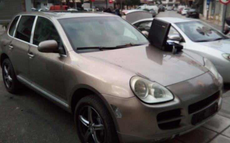 Μετέφερε παράτυπους μετανάστες με Porsche Cayenne που είχε κλεμμένες πινακίδες