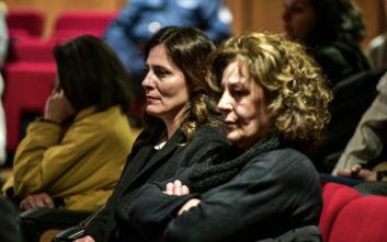 Η Μπέτυ Μπαζιάνα δίπλα στη Μάγδα Φύσσα στη δίκη της Χρυσής Αυγής