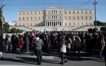 Στους δρόμους της Αθήνας εργαζόμενοι του ΟΑΕΔ