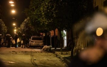 Πεδίο μάχης το Κουκάκι: Επιχείρηση της αστυνομίας να μπει στο υπό κατάληψη κτίριο της Μαντρόζου