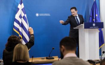 Επιστρέφει από αύριο στο briefing ο κυβερνητικός εκπρόσωπος Στέλιος Πέτσας
