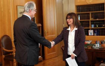 Ο Κώστας Τασούλας απήγγειλε Καβάφη στην Κατερίνα Σακελλαροπούλου