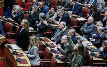 Πέρασε το άρθρο 50 για τα κολέγια, αντιδράσεις της αντιπολίτευσης μετά την ψήφιση