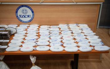 Βίντεο και φωτογραφίες από την κάνναβη 1,2 τόνων που βρέθηκε κρυμμένη  σε χουρμάδες στον Πειραιά