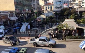 Κομβόι με μαύρες σημαίες στο κέντρο της Λαμίας