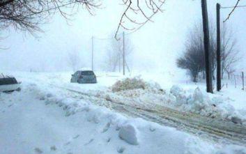 Έκλεισαν δρόμοι στην περιοχή των Καλαβρύτων λόγω της εκτεταμένης χιονόπτωσης.