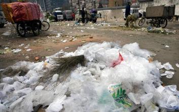 Η Kίνα θα απαγορεύσει τα πλαστικά μιας χρήσης