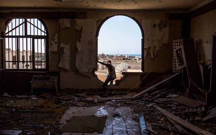 «Η Ε.Ε. να είναι έτοιμη να στείλει στρατιώτες στη Λιβύη για την εφαρμογή της κατάπαυσης του πυρός»