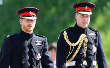 Πρίγκιπες Ουίλιαμ και Χάρι: Η κοινή ανακοίνωση, καταγγέλλουν δημοσίευμα για τη σχέση τους