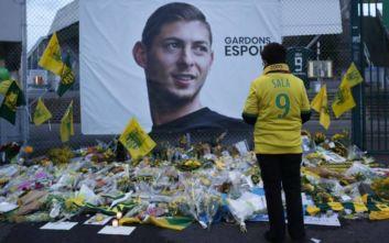 Η Κάρντιφ τίμησε τον νεκρό Εμιλιάνο Σάλα «βάζοντας» τον στην αποστολή της για ματς κυπέλλου