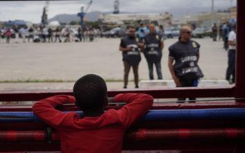 Το Ocean Viking διέσωσε 92 μετανάστες που ξεφούσκωνε η βάρκα τους