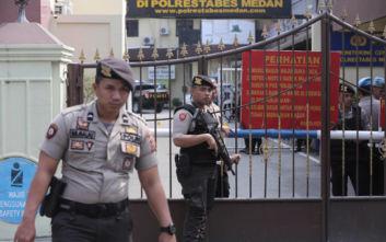 Ινδονησία: Ντου σε σπίτια ΛΟΑΤΚΙ μετά την καταδίκη στη Βρετανία για τον βιασμό 136 ανδρών