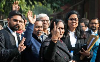 Ινδία: Επικυρώθηκε η θανατική ποινή σε 4 άνδρες για τον βιασμό και τον φόνο φοιτήτριας