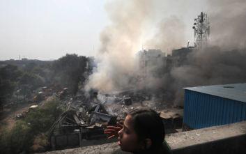 Κατέρρευσε φλεγόμενο εργοστάσιο μπαταριών στο Νέο Δελχί