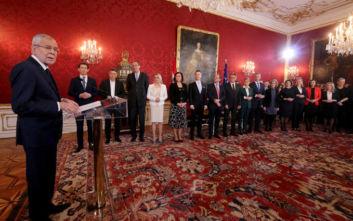 Ορκίστηκε η νέα κυβέρνηση Κουρτς στην Αυστρία, οι γυναίκες υπουργοί είναι περισσότερες από τους άνδρες