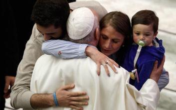 Πάπας Φραγκίσκος σε καλόγρια: Θα σε φιλήσω αλλά μη με δαγκώσεις