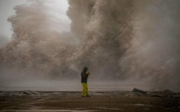Θαλασσινός αφρός σκέπασε την Καταλονία, γιγαντιαία κύματα σφυροκόπησαν τις Βαλεαρίδες