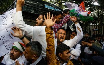 Ινδία: Χειροπέδες σε φοιτητή - πρωτεργάτη των κινητοποιήσεων κατά του νόμου για τη χορήγηση υπηκοότητας
