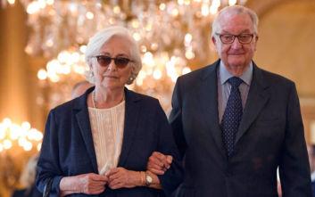 Ο πρώην βασιλιάς του Βελγίου Αλβέρτος παραδέχτηκε ότι είναι ο πατέρας της γλύπτριας Ντελφίν Μποέλ