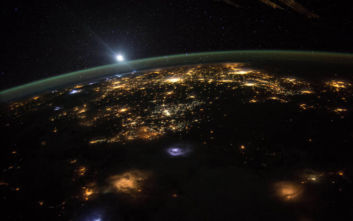 Η φωτογραφία από το διάστημα που «τρέλανε» τους οπαδούς της Επίπεδης Γης
