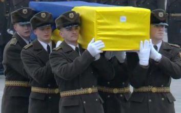Επαναπατρίστηκαν οι σοροί των 11 Ουκρανών επιβατών που έχασαν τη ζωή τους στο μοιραίο Boeing