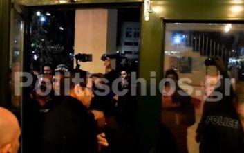 Στην Εισαγγελία οι συλληφθέντες για τα επεισόδια στο δημαρχείο Χίου