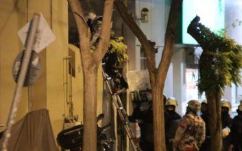 Κουκάκι: Η αστυνομία μπήκε στο υπό κατάληψη κτίριο της Ματρόζου