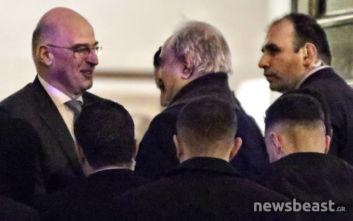 Ολοκληρώθηκε η ιδιωτική συνάντηση του Νίκου Δένδια με τον Χαλίφα Χαφτάρ