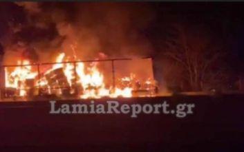 Αποκαταστάθηκε η κυκλοφορία στην Αθηνών-Λαμίας μετά τη φωτιά σε νταλίκα