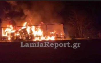 Φωτιά σε νταλίκα στην Εθνική Οδό Αθηνών - Λαμίας και ουρές 2 χιλιομέτρων