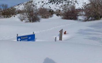 Κρήτη: Εντυπωσιακές εικόνες με το χιόνι να έχει κλείσει το φαράγγι της Σαμαριάς