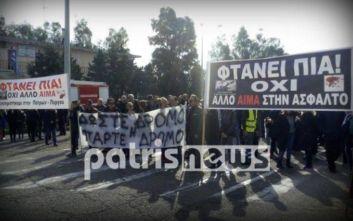 Συμβολικός αποκλεισμός στην Πατρών - Πύργου μετά το τροχαίο με νεκρούς δύο εκπαιδευτικούς