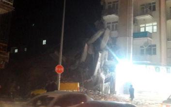Σεισμός στην Τουρκία: Οι πρώτες εικόνες από τη στιγμή που τα 6,9 ρίχτερ ταρακούνησαν τη χώρα