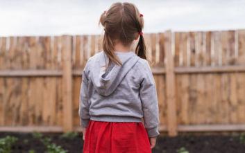Τρίχρονη έμεινε μόνη της μία εβδομάδα και πέθανε τρώγοντας σκόνη πλυντηρίου