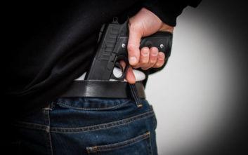Μπήκε σε φαρμακείο κρατώντας όπλο και άρπαξε 150 ευρώ