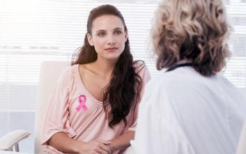 Πώς επηρεάζει η είδηση του καρκίνου του μαστού την ασθενή και το περιβάλλον της