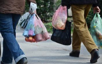 Σχεδόν «εξαφανίστηκαν» οι πλαστικές σακούλες το 2019