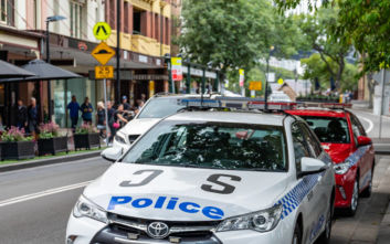 Αστυνομικός έκανε στοματικό σεξ σε συνάδελφό της μέσα στο περιπολικό