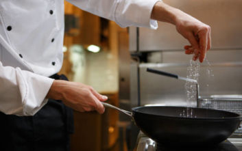 Τι μπορείς να κάνεις αν έριξες πολύ αλάτι στο φαγητό