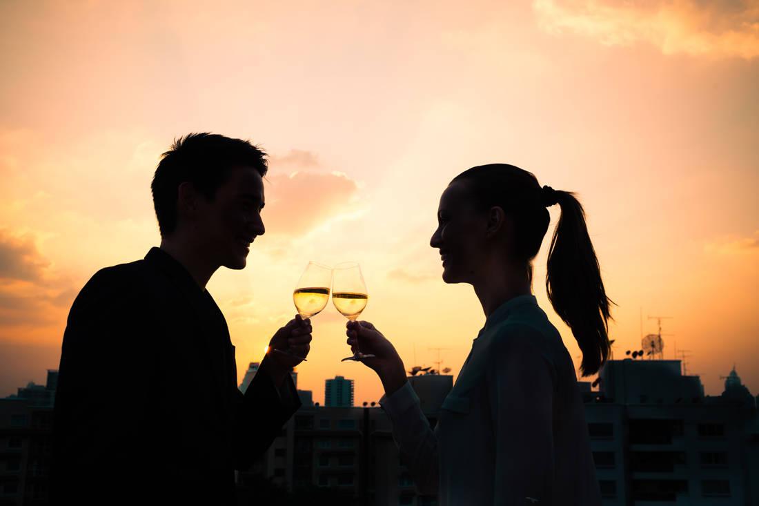 Τι είναι το smirting, η νέα μορφή φλερτ; -Η απαγόρευση του τσιγάρου φέρνει πιο κοντά όσους επιμένουν να καπνίζουν