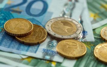 Ο κοροναϊός «αρρώστησε» και το ευρώ