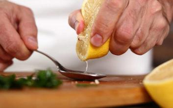 Να πώς κάνεις το λεμόνι να βγάλει πιο πολύ ζουμί