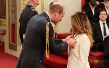 Ο πρίγκιπας Ουίλιαμ παρασημοφόρησε την τραγουδίστρια Μ.Ι.Α.