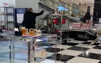 Βίντεο με εξοργισμένο άνδρα που διαλύει το τμήμα καλλυντικών πολυκαταστήματος