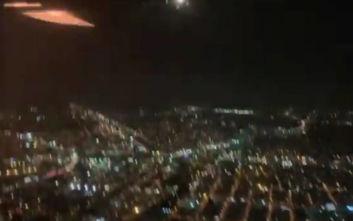 Πανικός σε πτήση όταν η μηχανή αεροσκάφους άρχισε να πετάει φωτιές