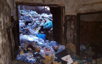 Εκκένωση Λιοσίων: Οι πρώτες εικόνες - Ζούσαν μέσα σε 35 τόνους σκουπίδια