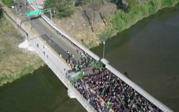 Χειροπέδες σε 2.000 μετανάστες από την Κεντρική Αμερική πέρασαν οι αρχές του Μεξικού